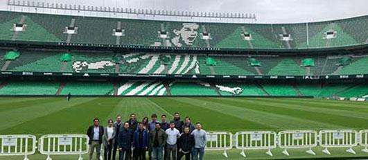 Alumnos de LaLiga Business School en el Estadio Benito Villamarín, Sevilla (España)